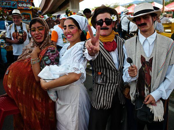 costumes-flower-festival-medellin_86179_600x450