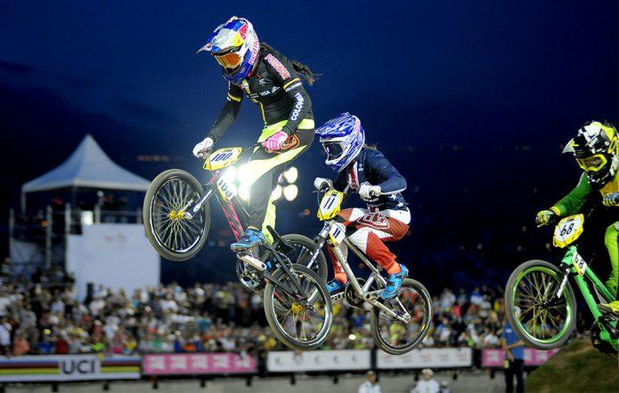 Mariana Pajón wint Supercross WK BMX in Medellin
