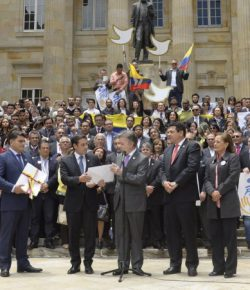 'Ondertekening vredesakkoord in Bogotá, Cuba, of VN'
