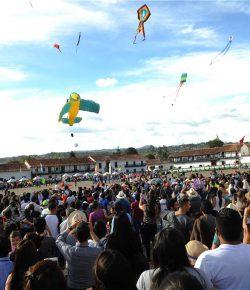 Villa de Leyva siert de hemel met haar vliegerfestival