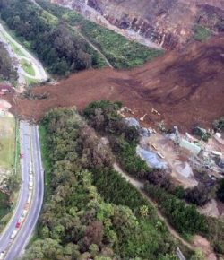 Zes doden door aardverschuiving op autosnelweg