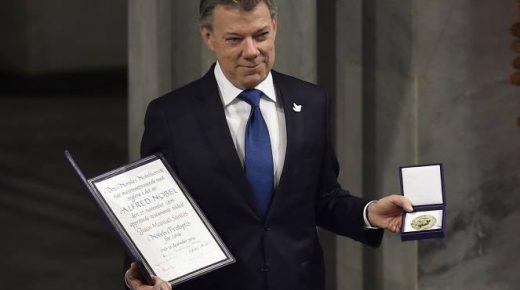 President Santos neemt Nobelprijs voor Vrede in ontvangst