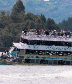 Toeristenboot met 150 passagiers zinkt in stuwmeer bij Guatapé