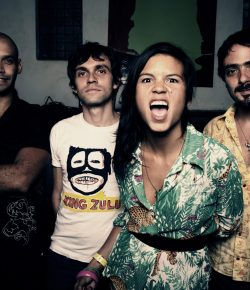 Colombiaanse band Bomba Estéreo treedt op in Paradiso Amsterdam