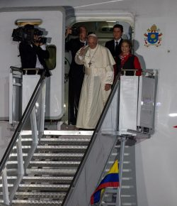 Paus Franciscus beëindigt vijfdaagse reis in Colombia