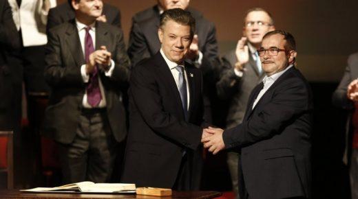 President Santos en FARC-leider Timochenko bespreken eenjarig bestaan vredesakkoord