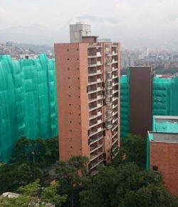54 m hoog flatgebouw opgeblazen in Medellín