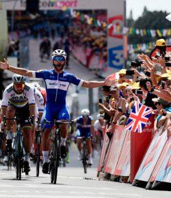 Fernando Gaviria wint eerste etappe van de Ronde van Frankrijk