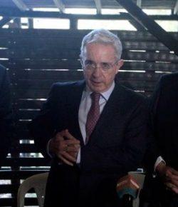 Ex-president Uribe trekt senaatsontslag in