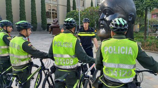 Politie Medellín krijgt training van Nederlandse fietsagenten