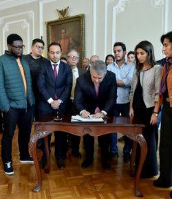 Studenten bereiken na 10 weken demonstreren akkoord met regering