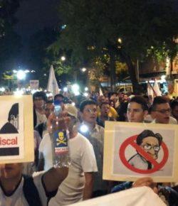 Colombianen roepen bij demonstraties om aftreden procureur-generaal Nestor Humberto Martinez